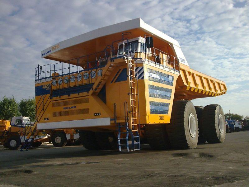 Карьерный самосвал БелАЗ, представленный впервые в 2013 году, попал в Книгу рекордов Гиннесса как самый большой автомобиль в мире