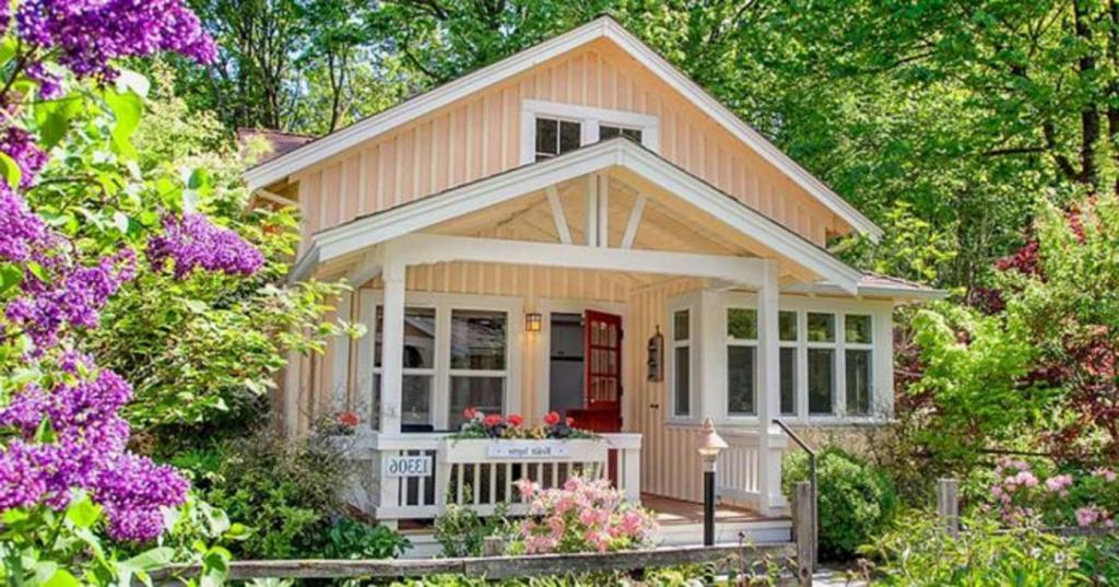 Соседи построили симпатичный домик. Заглянула к ним в гости и удивилась дизайну — внутри не было потолка