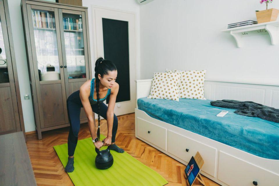 Занятия в спортзалах давали мне мотивацию. Но только дома я научилась слушать свое тело