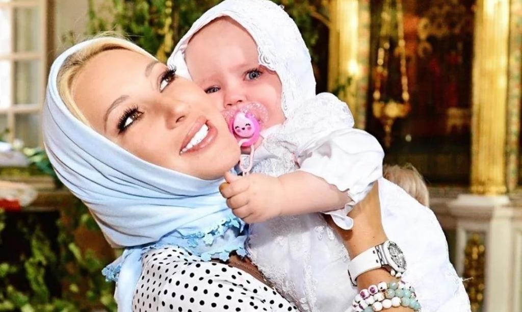 Лера Кудрявцева показала, как ее внук целует ее дочь: видео
