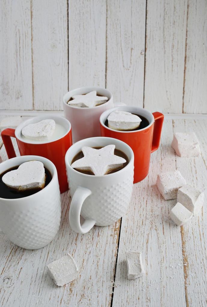 Приготовила вкуснейший домашний зефир со вкусом эспрессо: его можно добавить в кофе, молоко или просто съесть