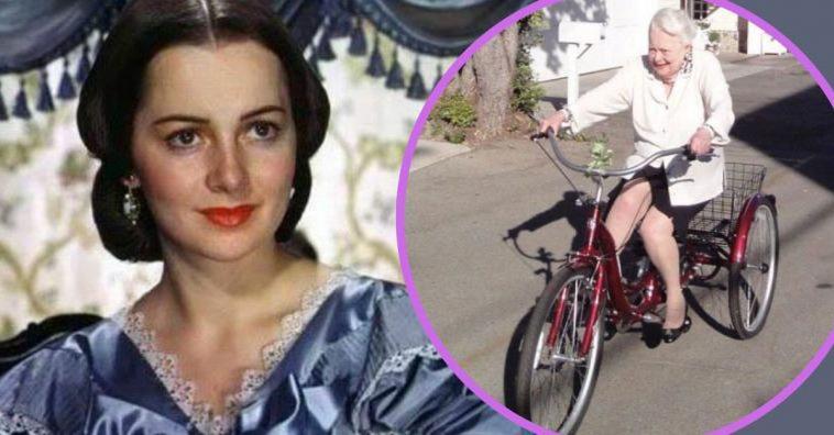 104-летняя звезда «Унесенных ветром» Оливия Де Хэвилленд до сих пор не прочь погонять на велосипеде