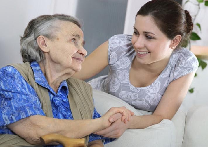 Добрая женщина ухаживала за пожилой соседкой. Завещание старушки удивило всех (особенно родственников)