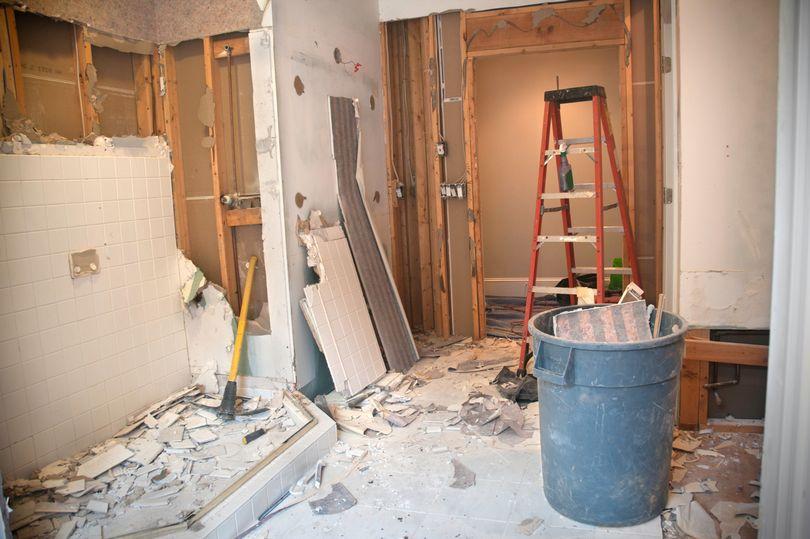 Оптическая иллюзия, возникшая в ванной комнате после ремонта, вызывает странные ощущения: фото
