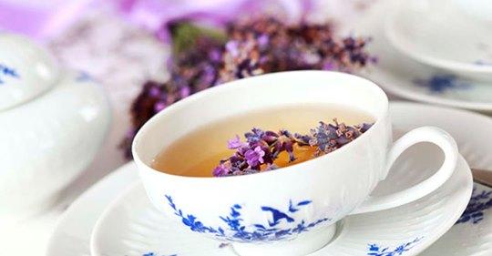Ароматный чай помогает быстро заснуть и крепко спать до самого утра! Особенно от полезен для женщин старше 45 лет!