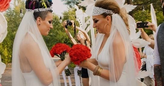 На Украине впервые состоялась однополая свадьба!