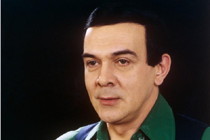 Внук Муслима Магомаева окончил школу. Он очень похож на знаменитого дедушку в молодости (фото)