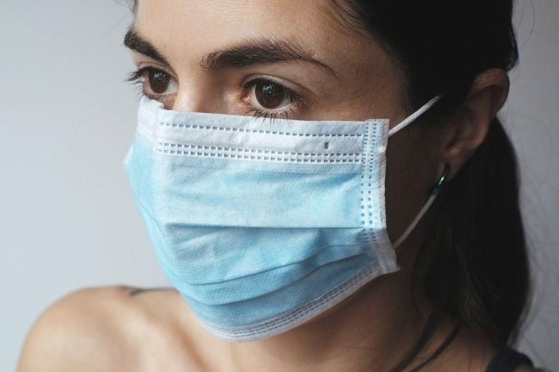 Путешественникам придется носить маски: 7 советов, как это делать правильно. Хранить в пакете и не только