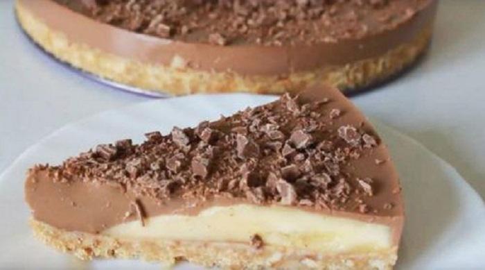 Летом, в жару, готовлю торт без выпечки: нужны бананы, апельсиновый сок, сметана и печенье