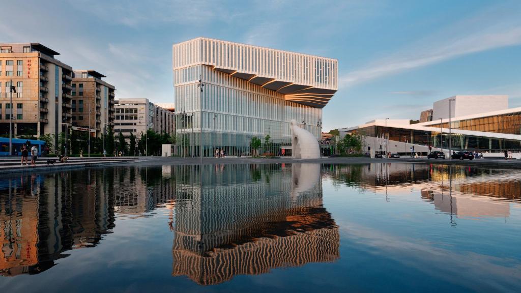 Норвежские архитекторы потрудились над центральной библиотекой Осло. Она уже открылась: как этот шедевр выглядит внутри
