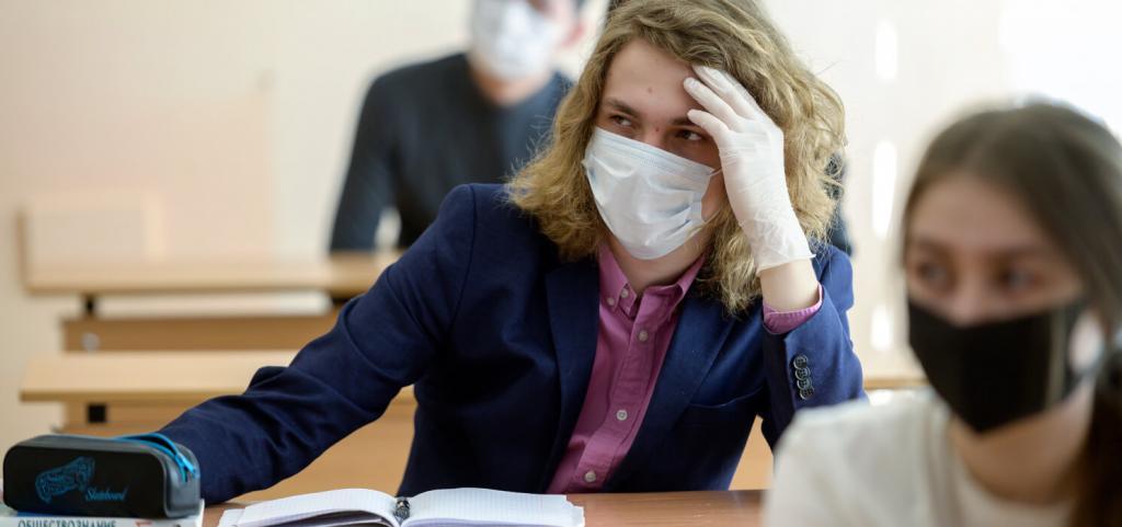 Стартовала самая массовая волна сдачи ЕГЭ: за два дня выпускники российских школ сдадут экзамен по русскому языку