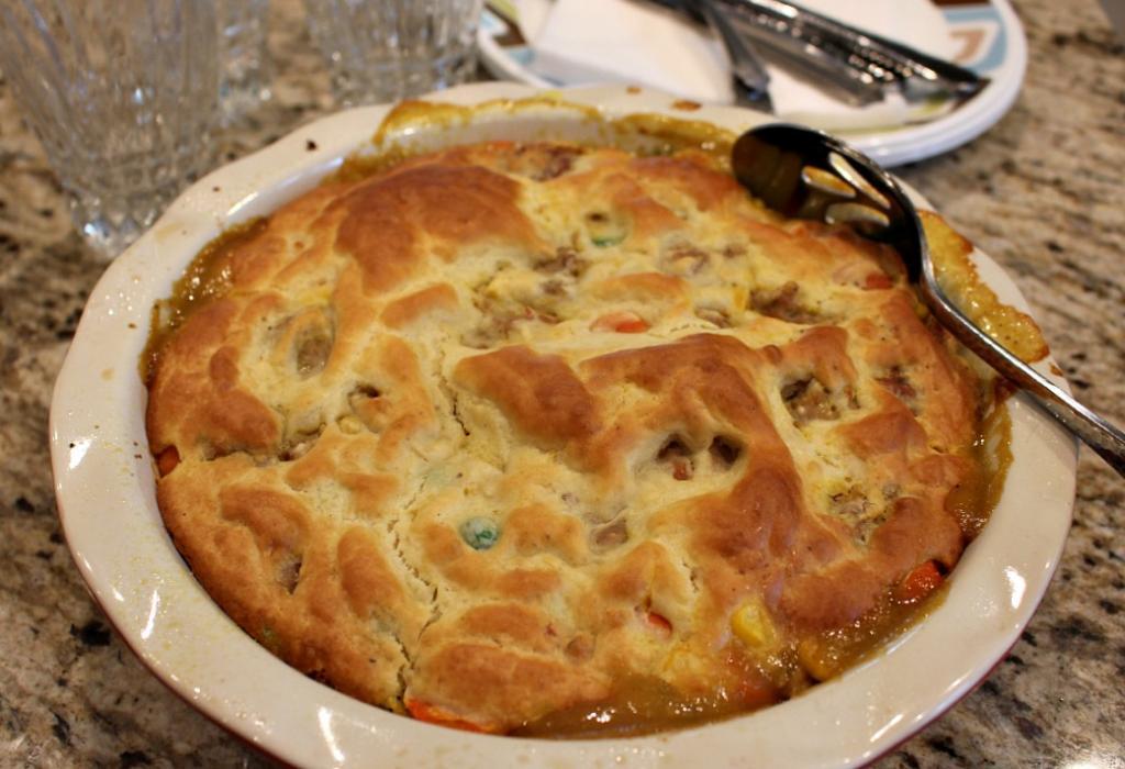 Любимый всей семьей горшочек: курино-овощной пирог (с фото)