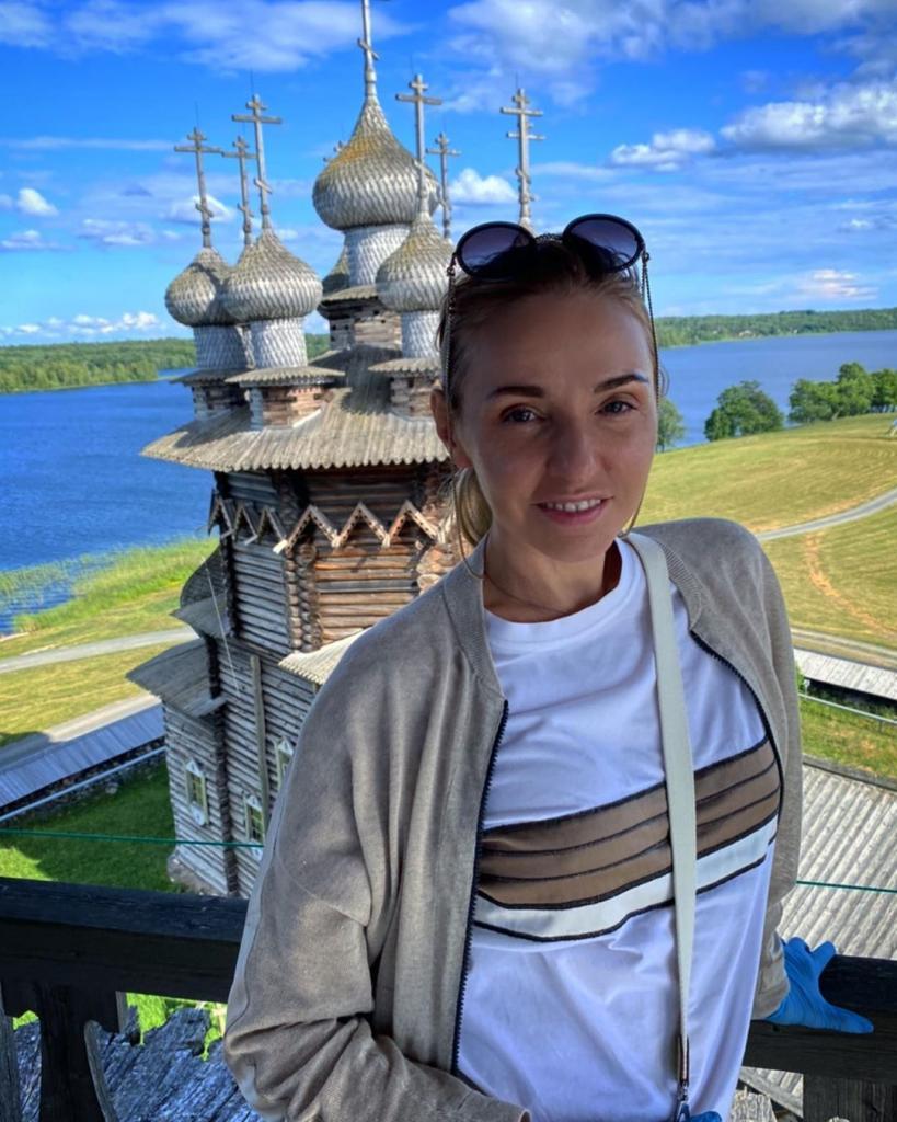 Олимпийская чемпионка Татьяна Навка вместе с дочкой посетила Карелию и осталась в восторге
