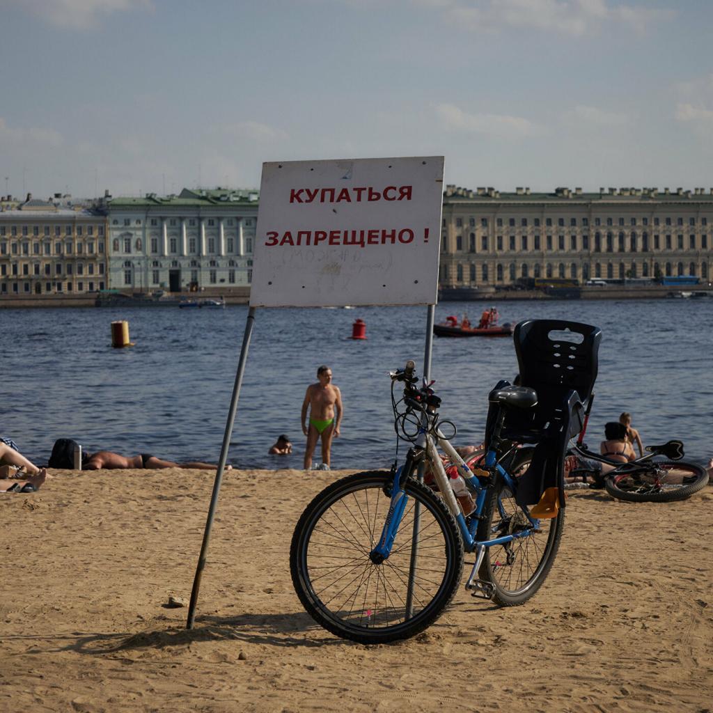 Первого июля в Санкт Петербурге открывается купальный сезон: Роспотребнадзор заявил, что  пригодных  для купания водоемов нет