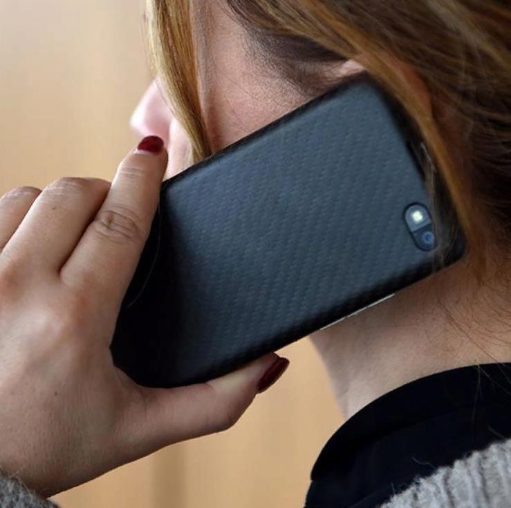 Телефон мигает - вас прослушивают: знаки, по которым можно определить шпионаж