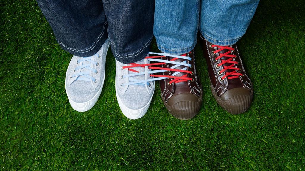 Не пытайтесь решить рабочие проблемы партнера - это окажет еще большее давление на него, советует психолог