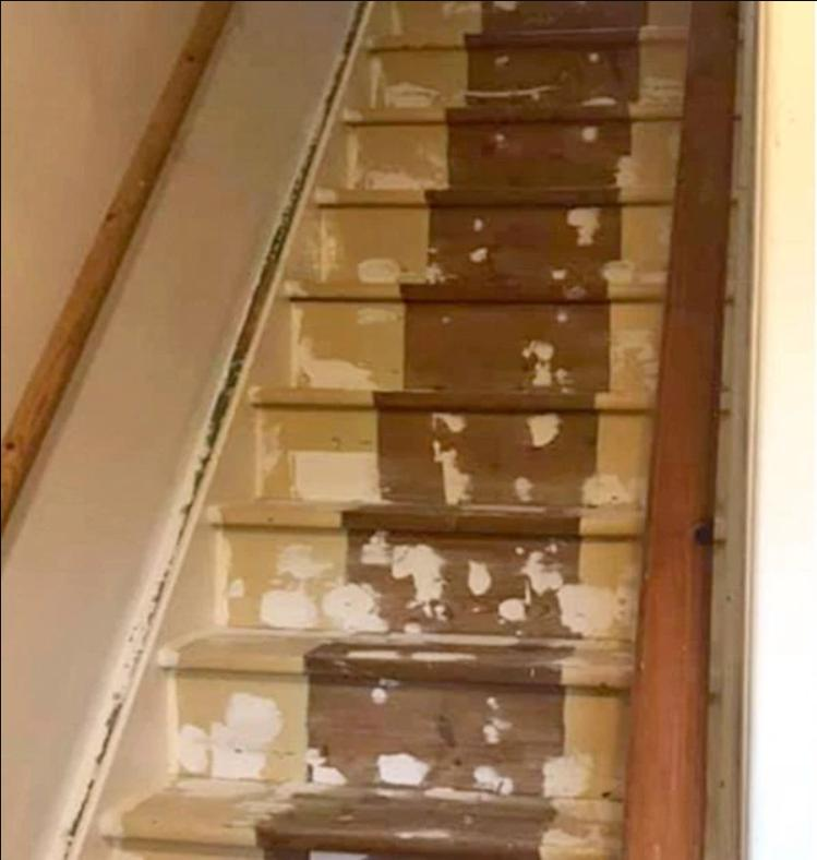 Лестница-водопад: подруга проявила смекалку после того как дочь разлила краску