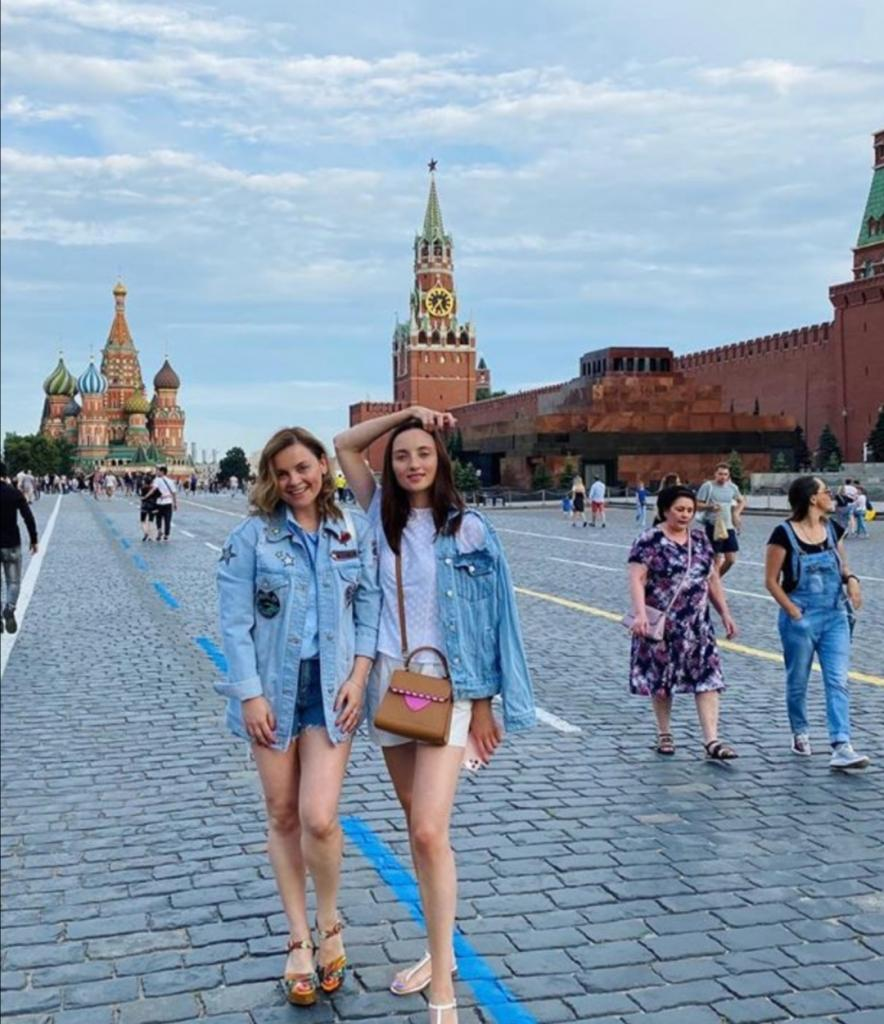 Такая высокая и стройная: как выглядит родная сестра жены Игоря Николаева