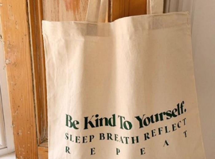Забавная сумка с опечаткой в написании слова Дыши от Asos стала предметом обсуждения