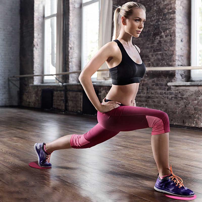 Тренировки во время менструации уменьшают тревогу: в этот период полезна асана собака мордой вниз и выпады вперед