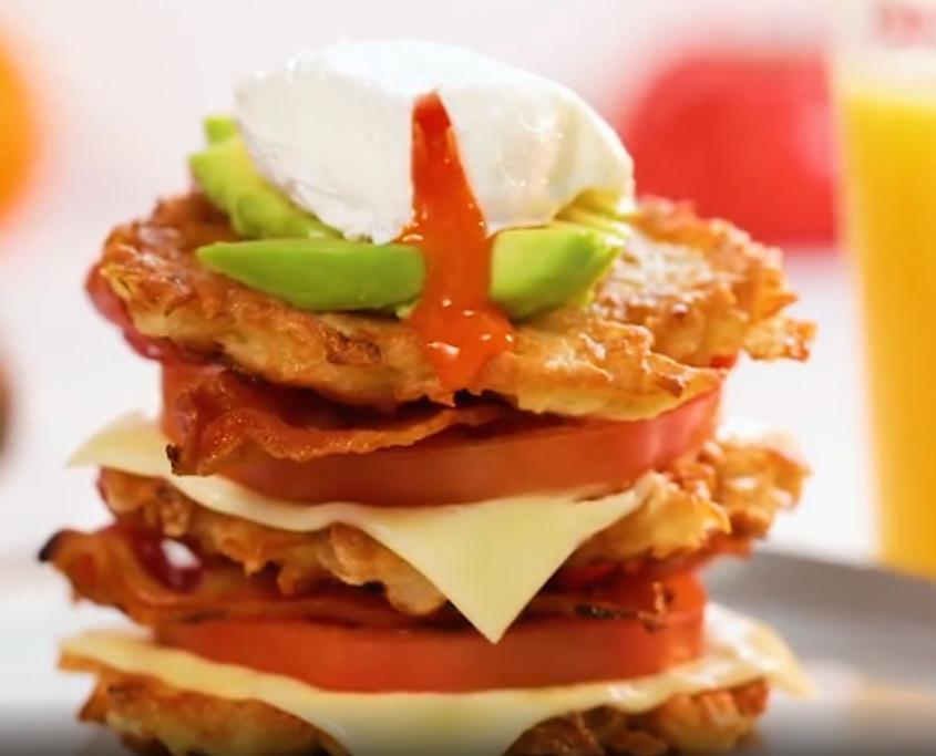 Люблю готовить на завтрак картофельный сэндвич: никакого хлеба и начинки можно выбрать сколько угодно