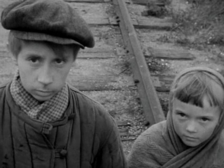 В 30 лет Лия Ахеджакова сыграла мальчика-подростка: дебютные роли в кино любимых советских актрис