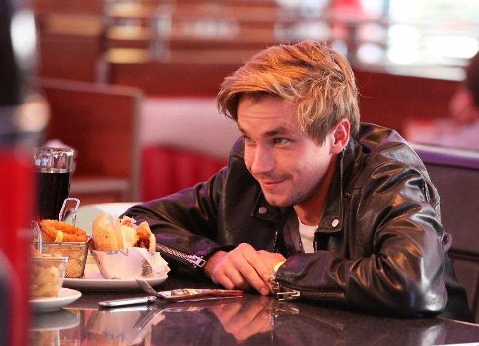 Как выглядит та, кого Петров, став знаменитым, променял на актрису (это была его школьная любовь): фото