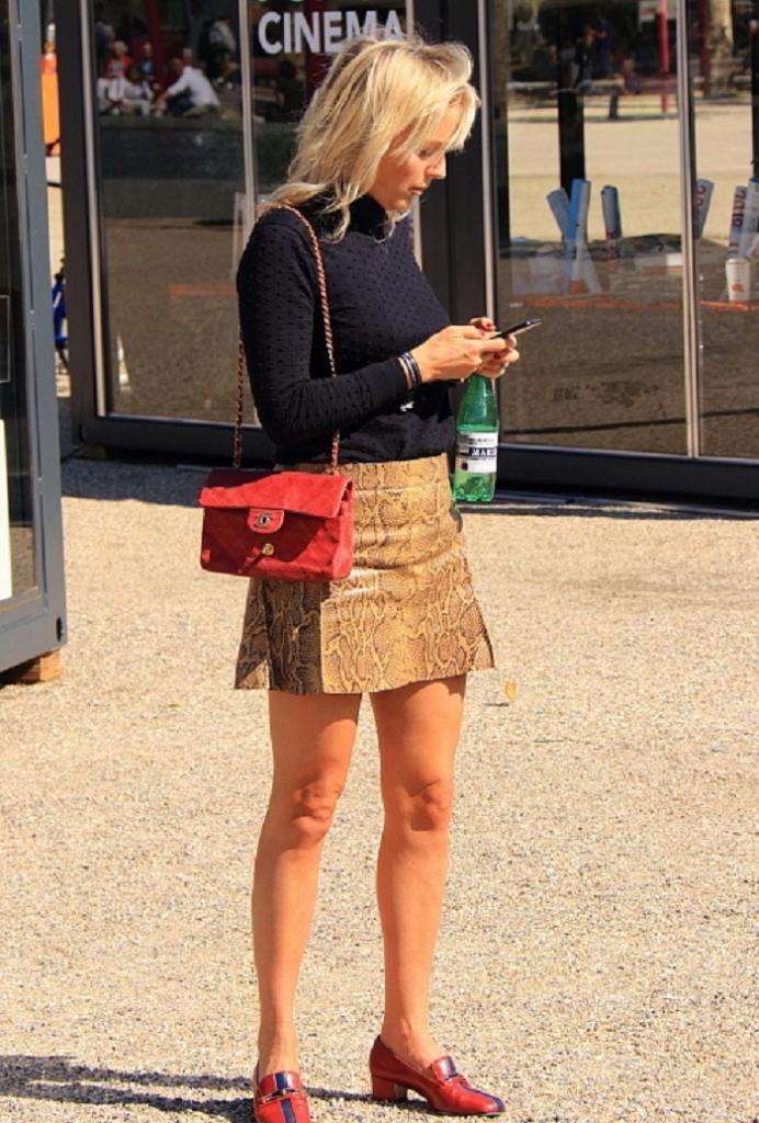 Многие женщины носят мини-юбки, но не выглядят элегантно: они допускают несколько ошибок