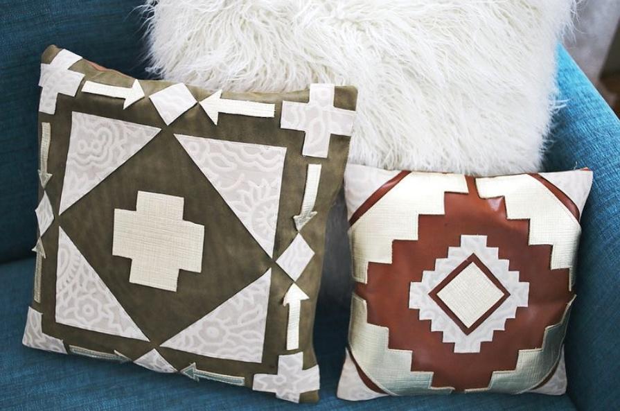 Сделала для гостиной красивые кожаные подушки с необычным геометрическим рисунком: они выглядят, как из дорогого магазина