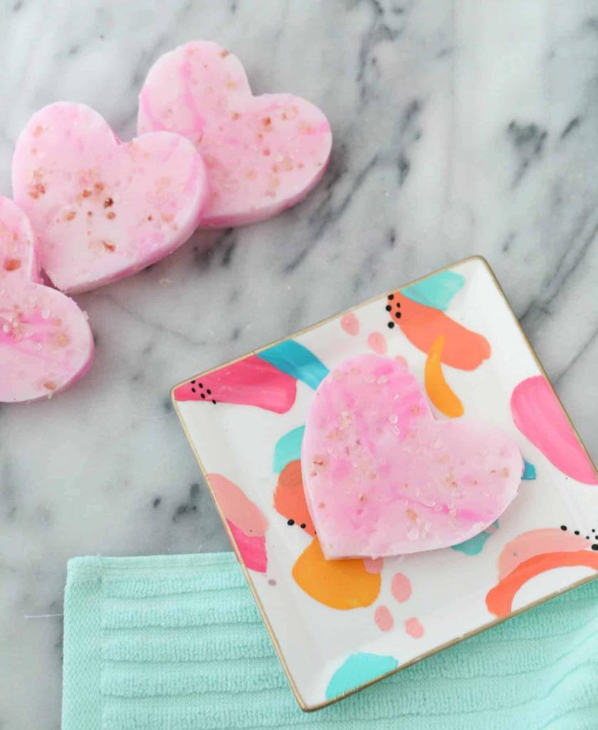 Сделала домашнее мыло с маслами и розовой гималайской солью для глубокого очищения: кожа потом нежная и увлажненная