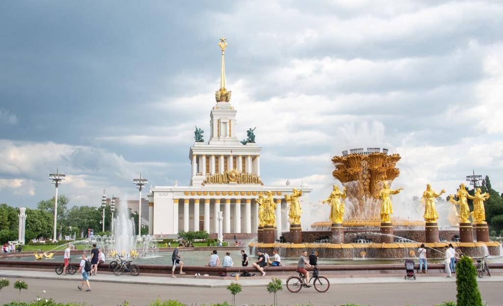 Мэрия Москвы сообщила о возобновлении реставрационных работ на ВДНХ: они ведутся с 2013 года