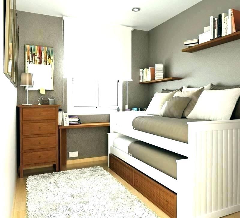 Советы дизайнера: примеры, как в небольшой комнате разместить две кровати