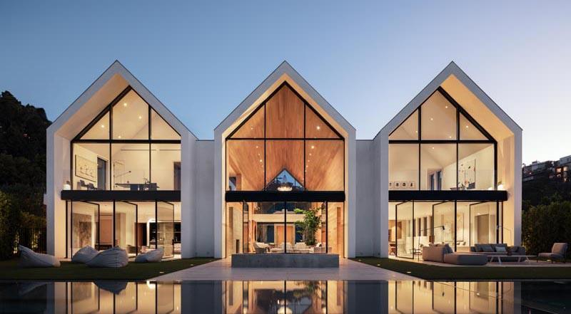 Голливудских холмов стало больше: креативный дом в форме амбара с тремя остроконечными крышами