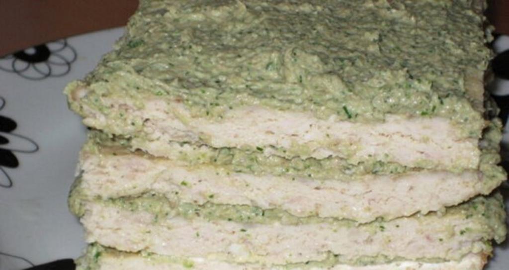 Этот рецепт мне достался от бабушки. Пирог без теста: фарш, плавленый сыр, сливки, грибы