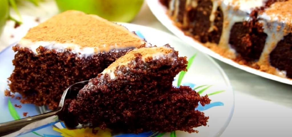 Быстро и вкусно: готовлю пирог из манки и какао всего за 9 минут