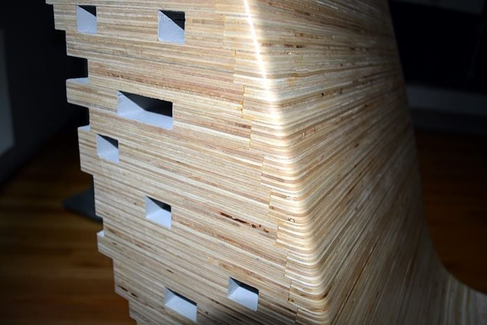 Вырезал шаблон из картонки и склеил деревяшки: инструкция пиксельного кресла