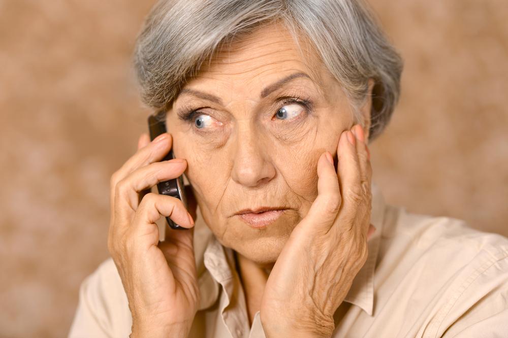 В квартире 70-летней женщины раздался телефонный звонок. Она не подозревала, что только что стала жертвой хитрых мошенников