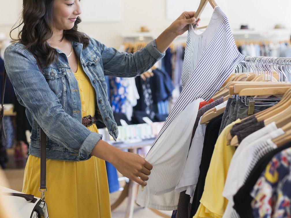 Работаю в магазине женской одежды и каждый день убеждаюсь, что лишь единицы могут выбрать правильный сарафан (ошибки, которые допускает почти каждая женщина)