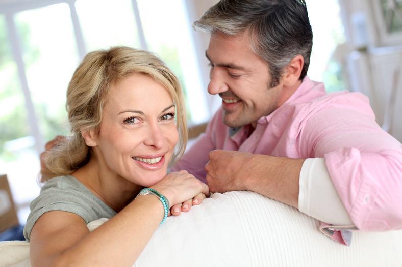 Вместе готовить вещи на завтра, и другие вечерние привычки, которые укрепят отношения в браке
