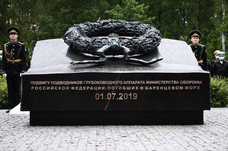 Памятник погибшим морякам: в Петербурге открыли новый мемориал, посвященный подводникам Баренцева моря