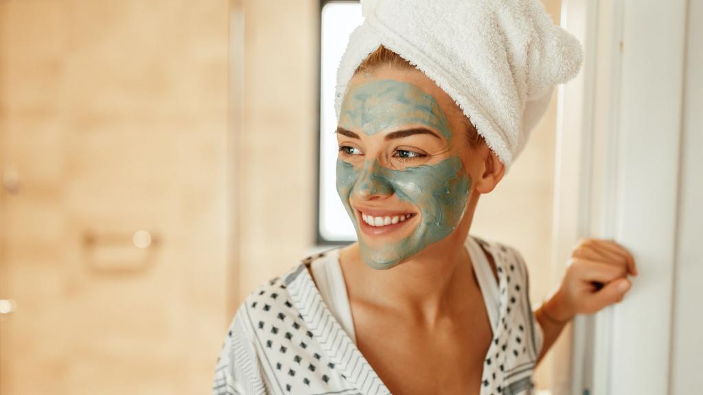 Ягоды, помидоры, киви, цитрусовые: как правильно делать маски для лица, и для чего каждая предназначается