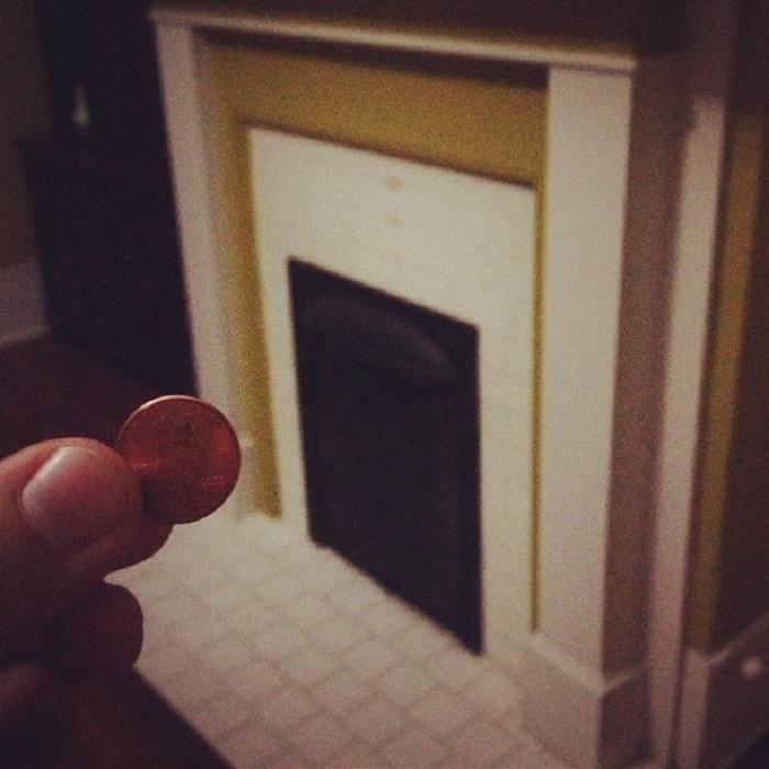 Обложила старый камин 5400 монетками: результат просто шикарный