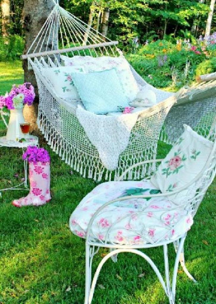 К годовщине свадьбы решил оформить дом в романтическом стиле: киноуголок, райский сад. Советы опытного дизайнера очень помогли
