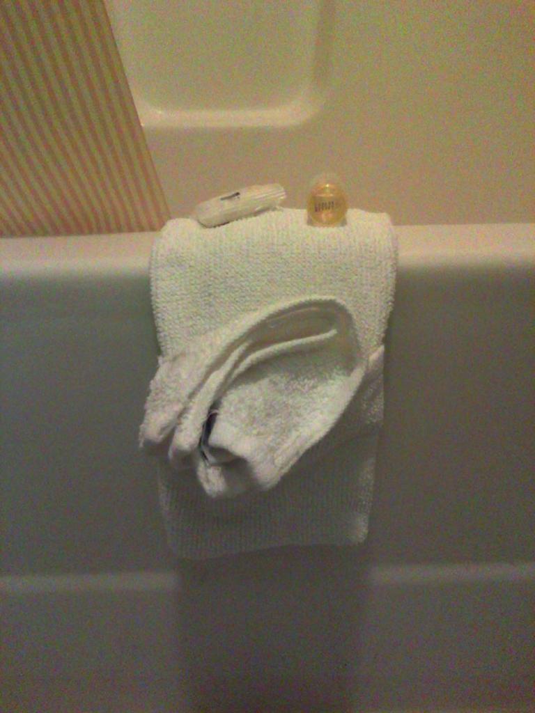 Когда ко мне приходят гости, я складываю для них банные полотенца в необычном стиле