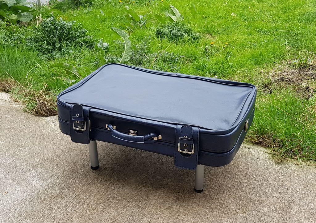 Сделали стильный журнальный столик из старого дедушкиного чемодана, который было жалко выбрасывать