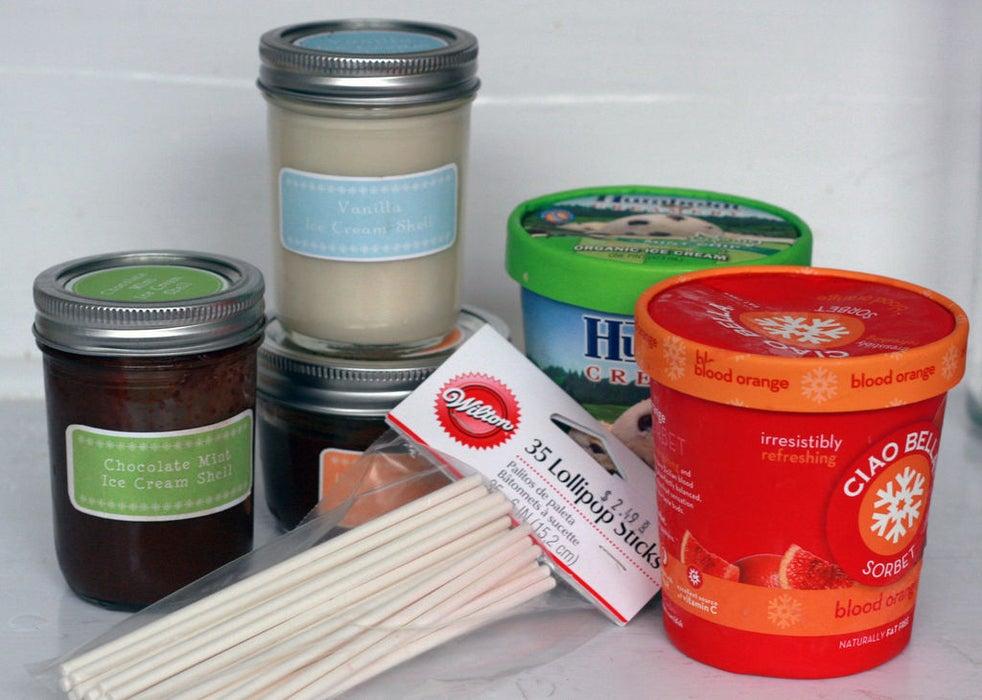 Не знаете, чем угощать гостей? Аппетитные кейк-попсы из мороженого станут отличной закуской в жаркий летний день