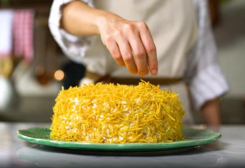 Многослойный куриный пирог с горошком и кукурузой часто заменяет нам ужин: подаю всегда охлажденным