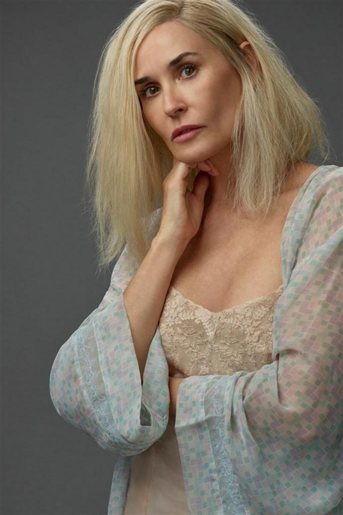 Словно сказочная эльфийка: Деми Мур стала блондинкой