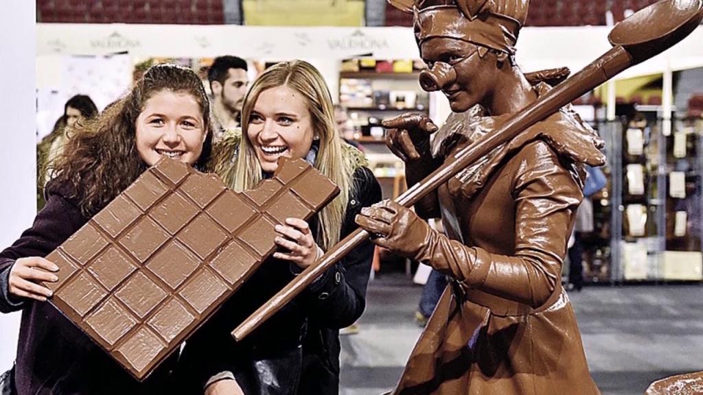 11 июля - Всемирный день шоколада: боди-арт, дефиле и другие традиции сладкого праздника