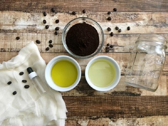 Тетя поделилась рецептом домашней кофейной сыворотки от морщин вокруг глаз: намного лучше покупных средств